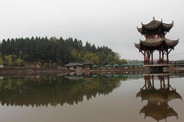 """原标题:2018年收入100亿! 揭秘安岳旅游新目标背后的""""大底气""""  """"到2018年,创建1个国家5A级旅游景区、2个国家4A级旅游景区、3个国家3A级旅游景区、5个乡村旅游特色乡镇……力争实现旅游总收入100亿元。""""这是3月23日,记者从安岳县出台的《安岳县建设国家级旅游业改革创新先行区实施方案》中了解到的情况。 据了解,去年安岳旅游总收入达71."""
